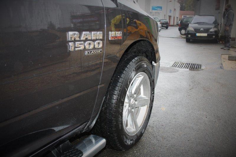 DODGE RAM 1500 crew cab 5.7 l v8 classic